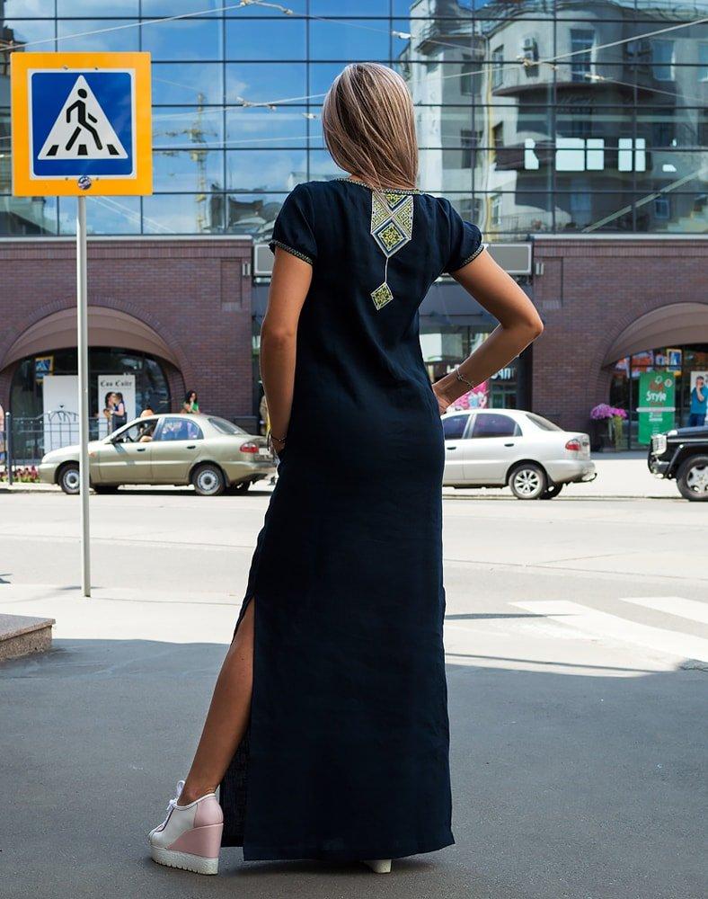 Вышитое платье в украинском стиле