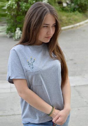 Футболка женская с вышивкой серый